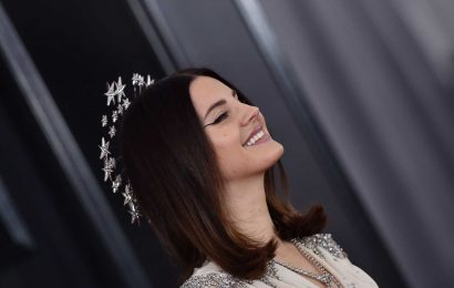 "Lana del Rey publica su primer libro de poesía ""Violet Bent Backwards Over the Grass"""